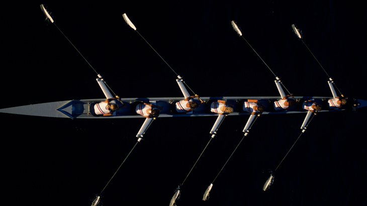 rowing-team-from-above-730